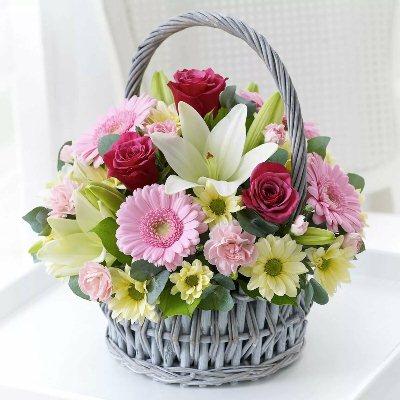 Корзина цветов - замечательный подарок!