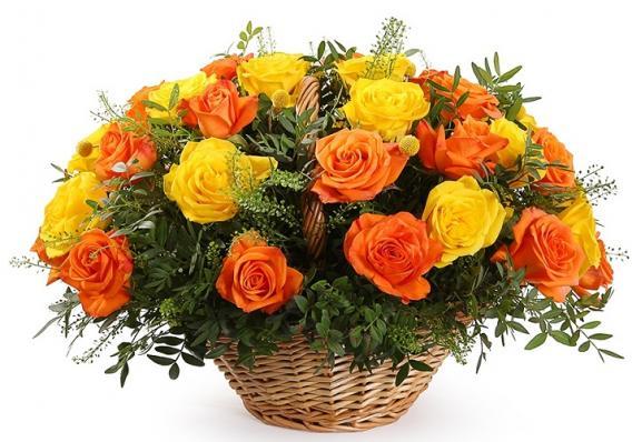 Букет в корзине из жёлтых и оранжевых роз