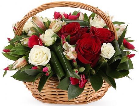 Миниатюрная корзина с цветами