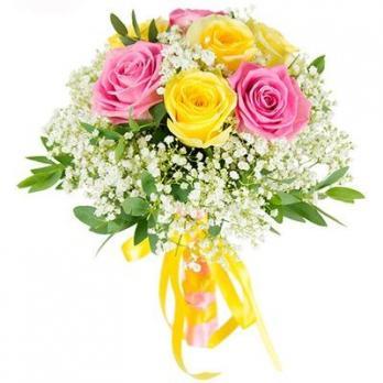 9 жёлтых и розовых роз
