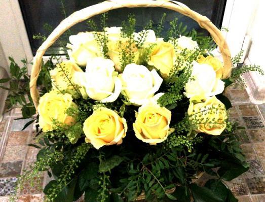 Цветы в корзине «Аврора»