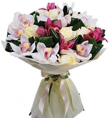 Цветочная композиция из орхидей и роз на 1 сентября