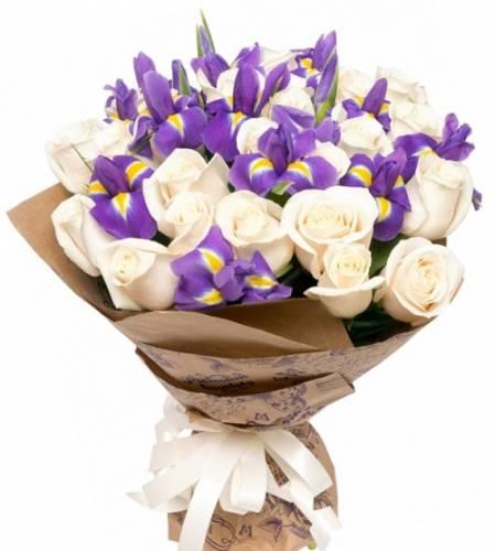 21 белая роза с ирисами
