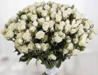 25 белых кустовых роз