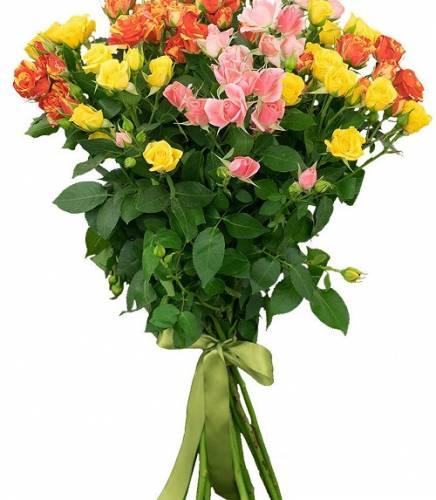 15 разноцветных кустовых роз