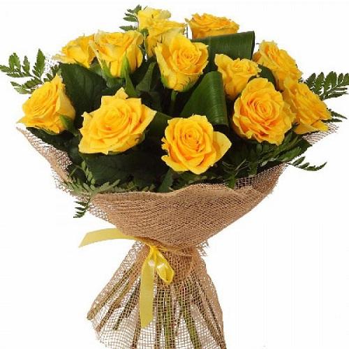 15 жёлтых роз в сетке