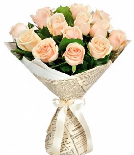 15 кремовых роз в крафте