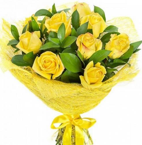 9 жёлтых роз с зеленью