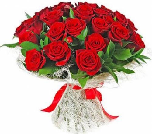 25 красных роз в сетке