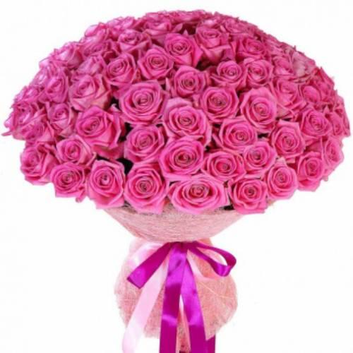 101 розовая роза в сетке