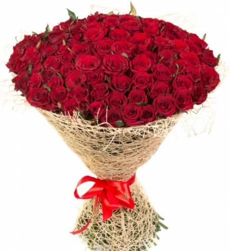101 красная роза в сетке