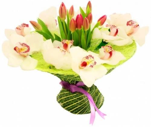 Модный букет из тюльпанов и орхидей