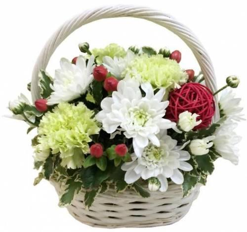 Корзина цветов с хризантемами
