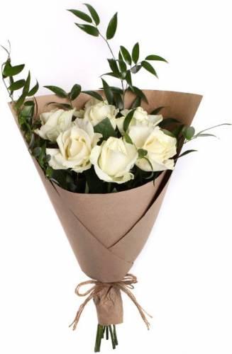 Дизайнерский букет из 7 роз