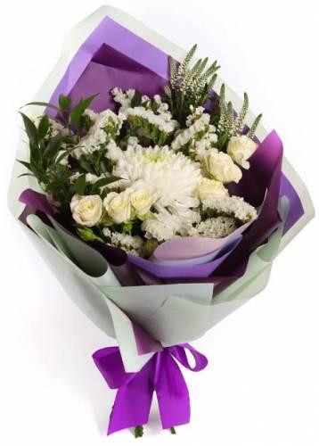 Дизайнерский букет из белых роз