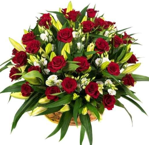 Цветочная корзина из розы и лилий