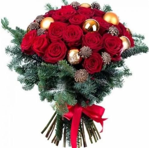 Букет на Рождество с красными розами