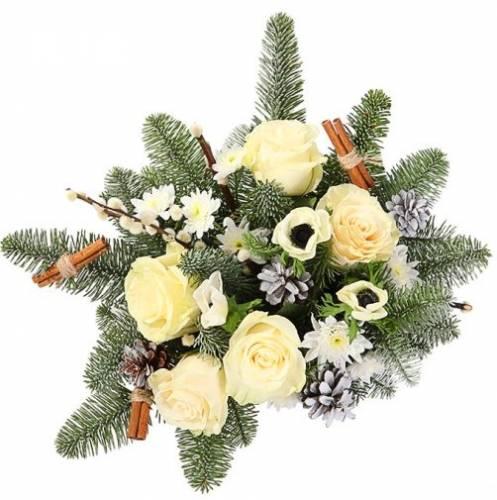 Новогодняя композиция из белых роз