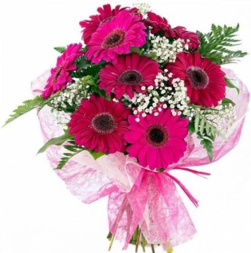 Цветы на День мамы из фиолетовых гербер