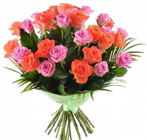 Коралловые и розовые розы на День рождения