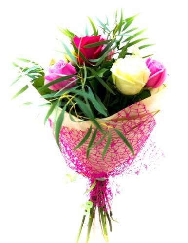 7 роз девушке на Международный Женский День