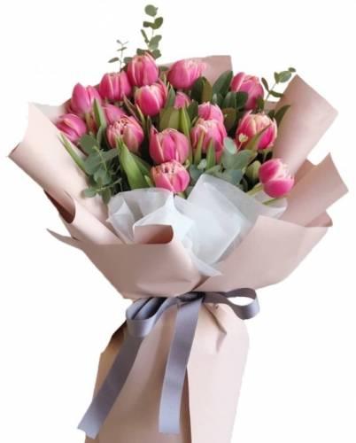 Весенние цветы из розовых бутонов
