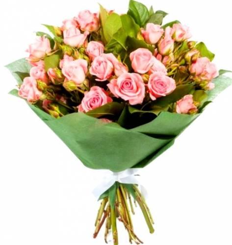 Красивые кустовые розы на Международный Женский День