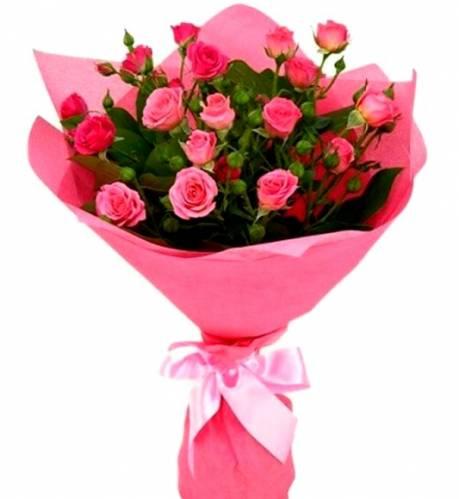 Пять розовых роз на восьмое марта