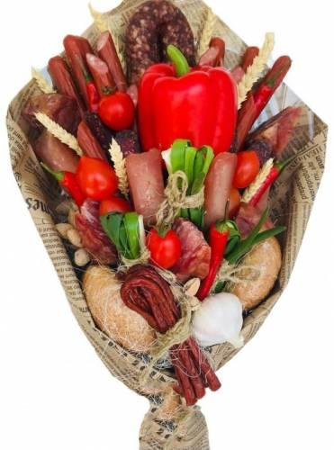 Мужские цветы из колбасок и перца