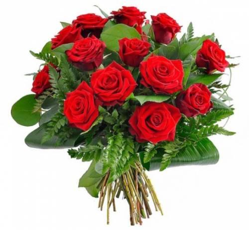 Красные розы с папоротником на День рождения