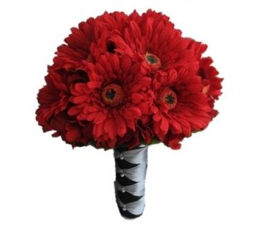 Цветы невесте из красных гербер