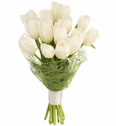 Букет из 15 белых тюльпанов для невесты